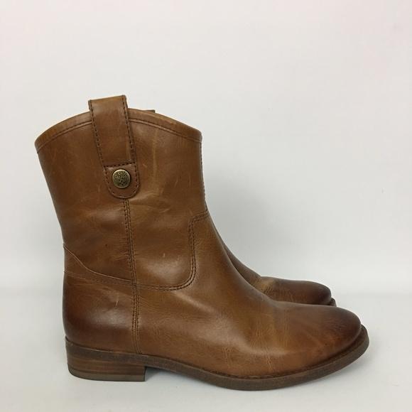 98346bbacb6 Vince Camuto Payatt Brown Distressed Boots 7.5. M 5b21885e2beb792d1bf06a38